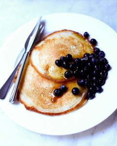 Pancakes w Blueberries & Maple Syrup